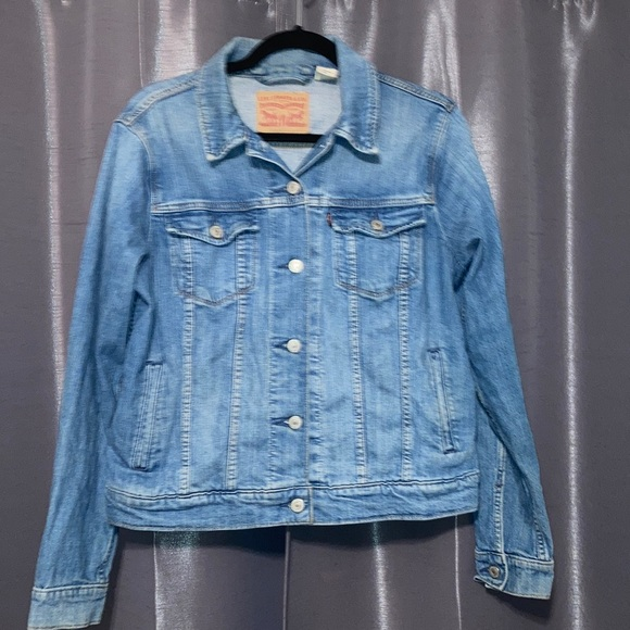 Levi's Jean Jacket Size Large